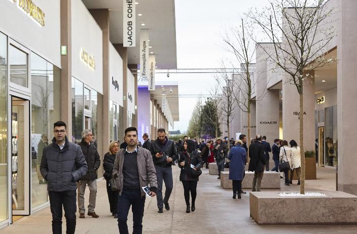 Радость шопинга обретаешь в Torino Outlet Village