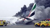 Самолет Emirates сел, объятый черным дымом