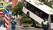 Как автобус не доехал до Евро, а оседлал столб