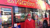 Лучший кондуктор С-Петербурга стал стюардом на красном автобусе