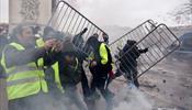 Достопримечательности Парижа пострадали при столкновениях