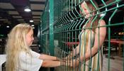 Туристы из России увидели, как их отель в Кемере перегородили сеткой