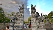 Аэропорт на Бали остается закрытым