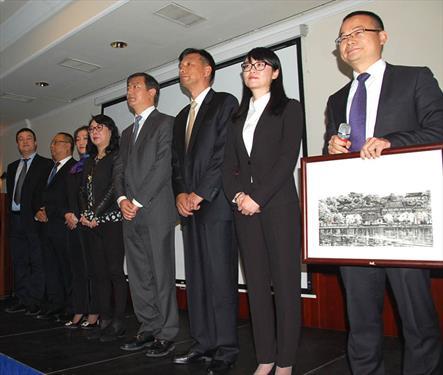 Делегация Ханчжоу приехала налаживать контакты в С-Петербург