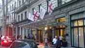 Баррикады строили прямо под окнами отеля Tbilisi Marriott